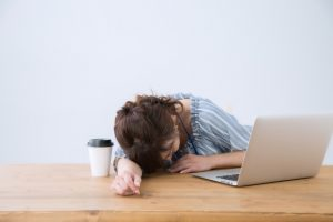 家にいると眠い。すぐに使えて眠気撃退18の方法!